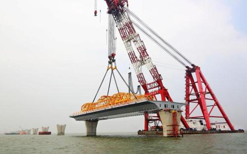珠海金海大桥钢箱梁第一段将连接珠海机场和香港珠海澳门大桥